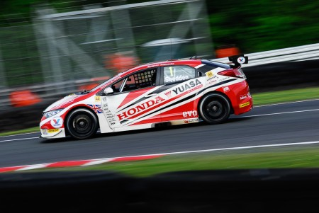 Gordon shedden on track at Oulton park in the BTCC